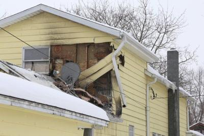 Clinton, Fulton fire departments respond to early morning fire