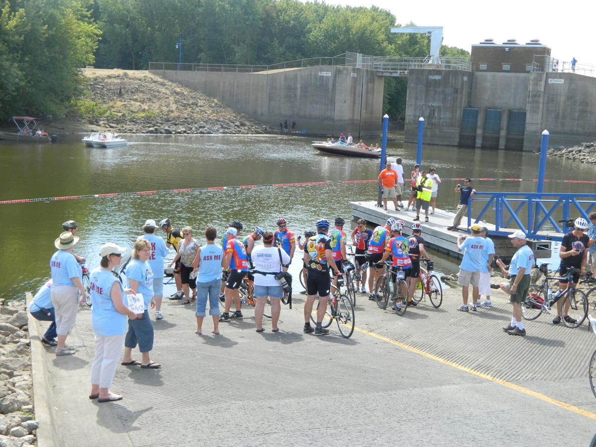 dipping their tires in the river, end of ragbrai 2012