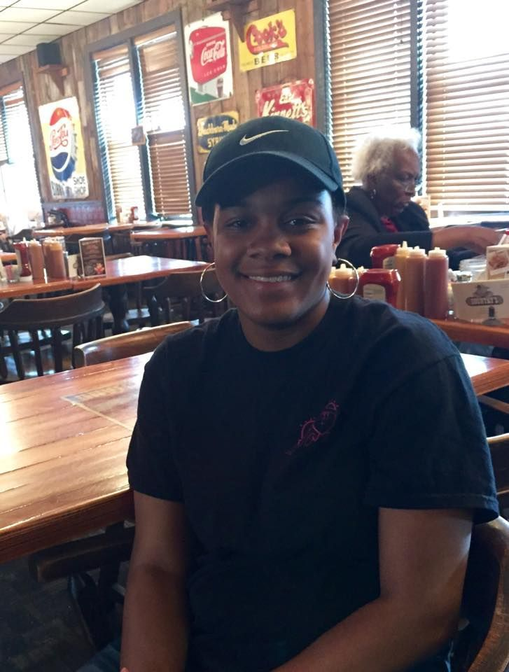 $1300 dollar good deed of Georgia waitress goes viral