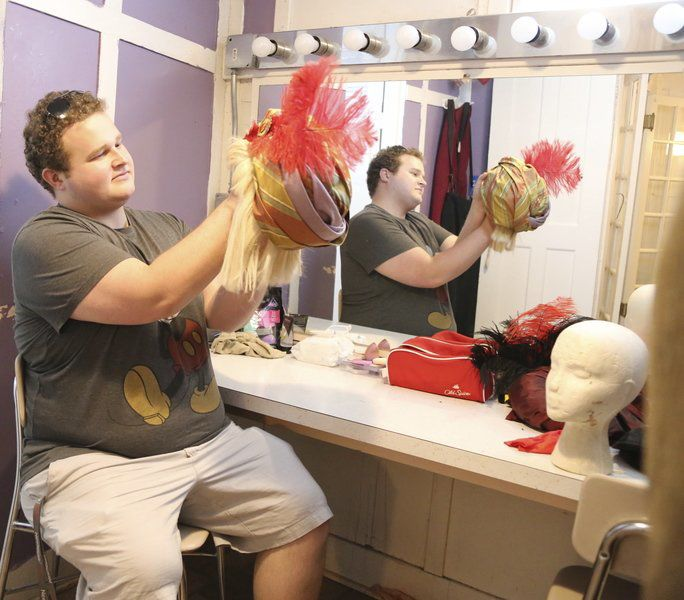 Returning actor plays a family in the Showboat's opening musical