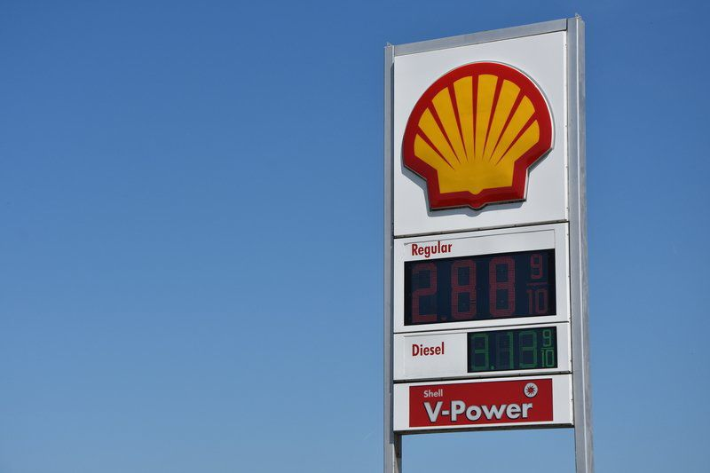 SEEKING SAVINGS: Illinois motorists fueling up in Clinton after gas tax hike