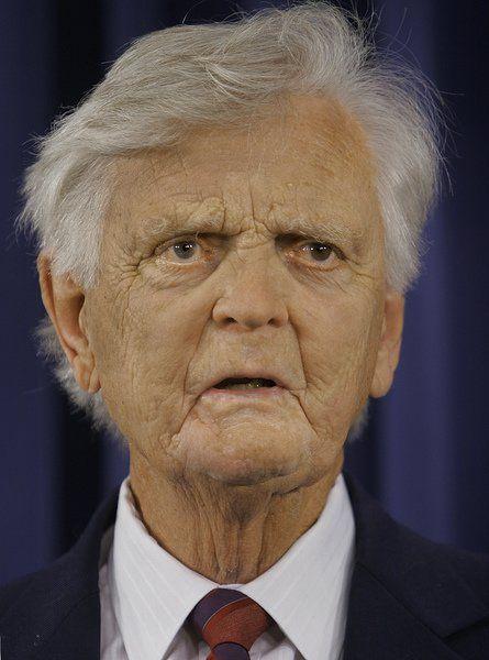 Ex- Ill. Gov. Walker, who served prison term, dies at 92