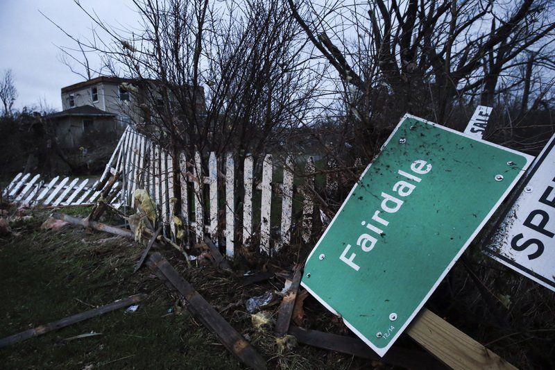Tornado kills 1, destroys homes in tiny Ill. town