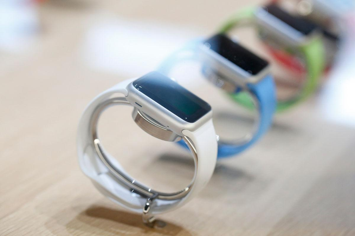 Apple to push watch buyers online to avoid long lines at stores