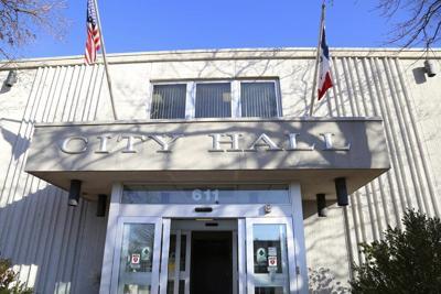 Pawn shop ordinance tops Clinton City Council agenda