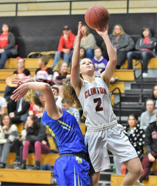 North holds off Queens' comeback