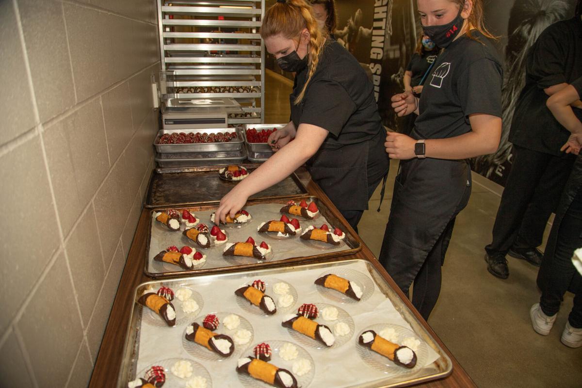Hall of Honor 2021,  Culinary arts students prepare desserts