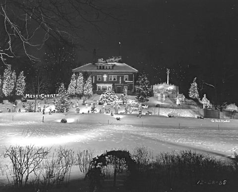 Beil photo from 1935 shows the Iten Christmas display