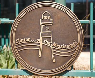 clinton on the mississippi sign downtown