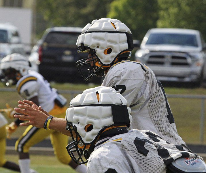 048715d1b South Georgia football team hopes new helmets can reduce brain injuries