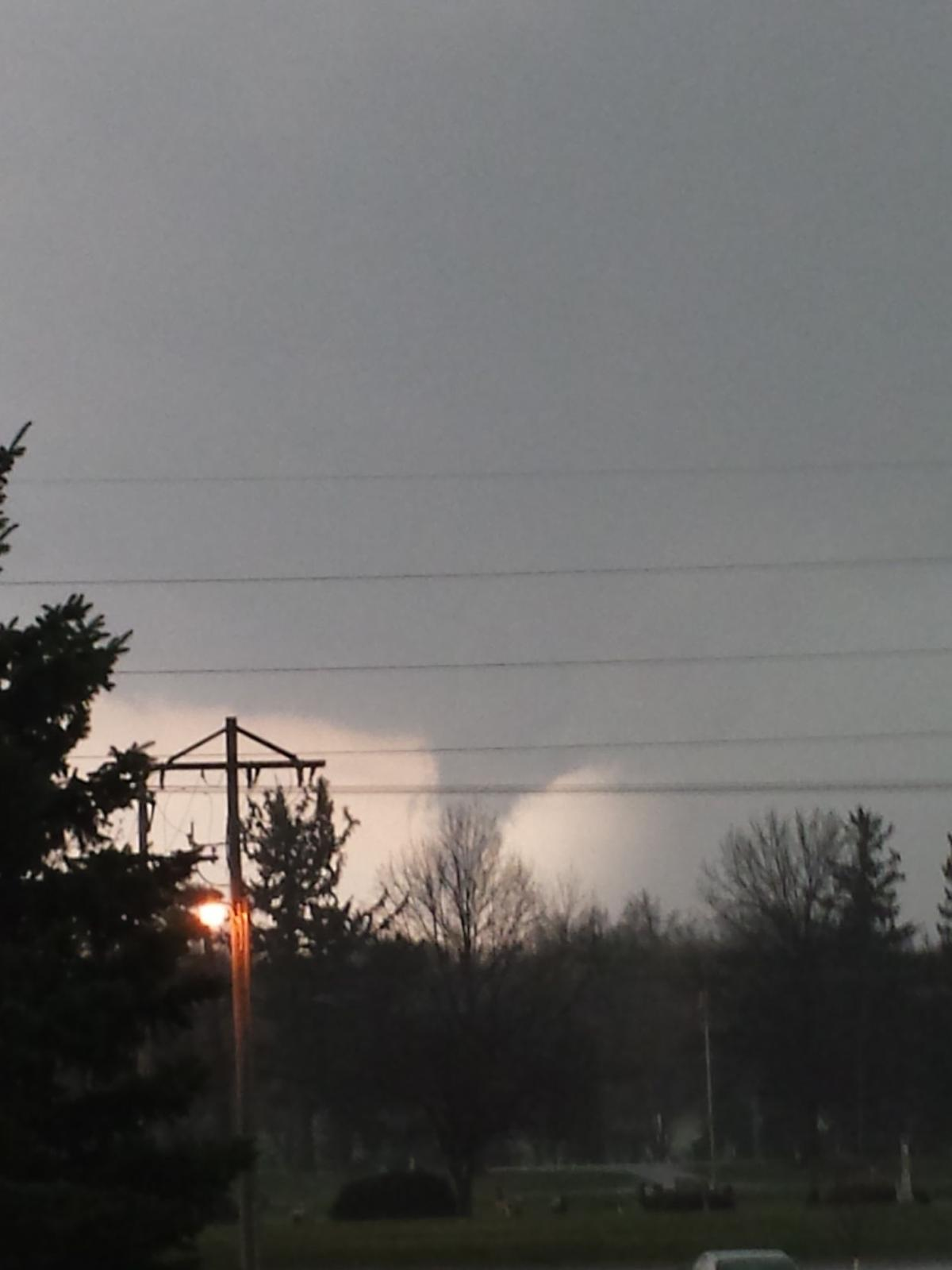 storms  tornadoes causes damage in iowa  illinois
