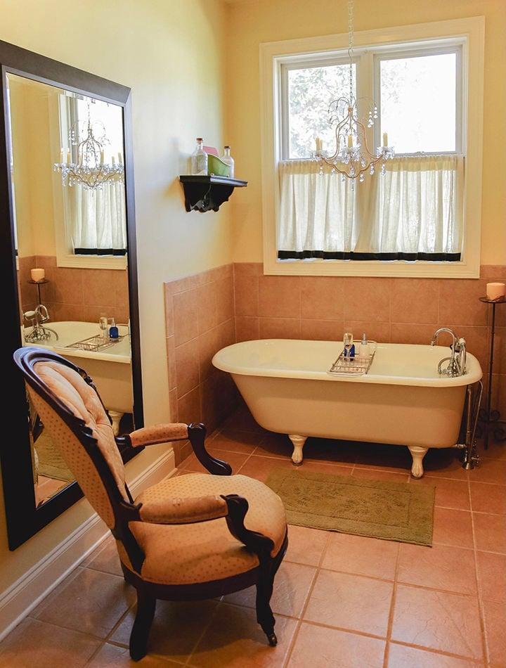 Victorianbathroom.jpg