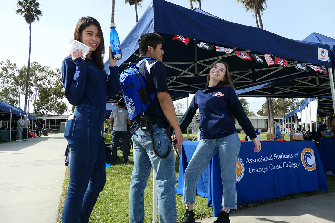 Clubs draw students at Pirate Involvement Fest - 1
