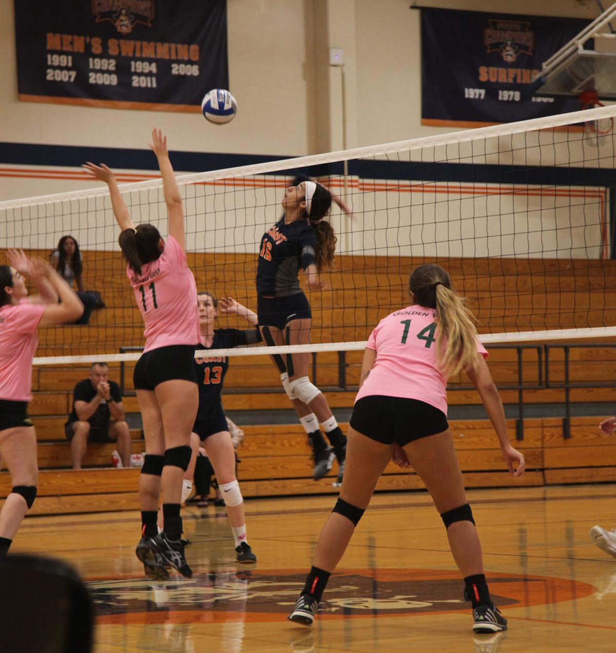 Volleyball crushed in upset - Photo 2