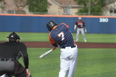 Baseball gets 10th straight victory