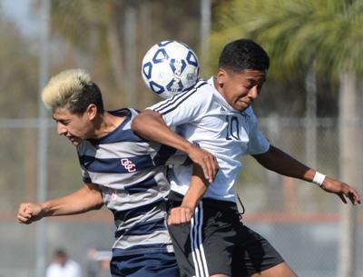 Men's soccer beat Santiago College 4-1