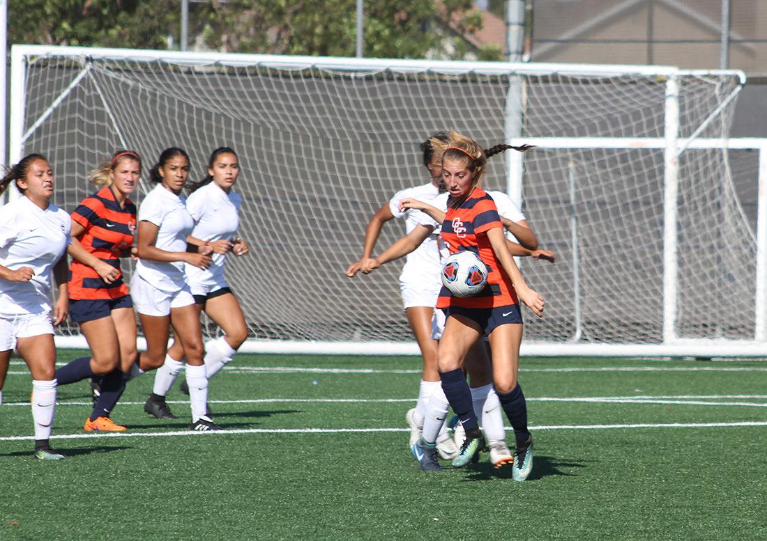 Women's soccer loses hand-ily - Photo 1