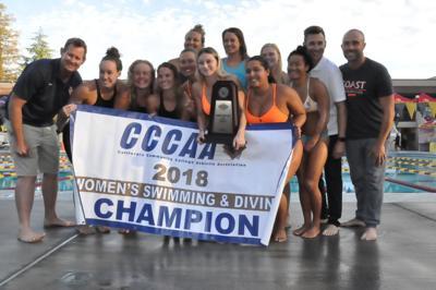 Women's Swim team