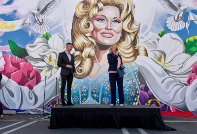 Dolly Parton mural in Costa Mesa dedicated to frontline healthcare workers