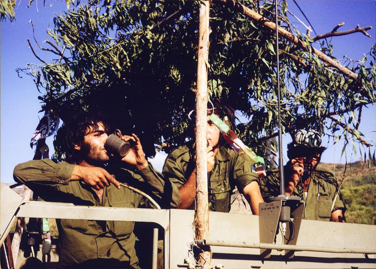 Yom-Kippur-War-Sukkot-Sukkahs-2.jpg