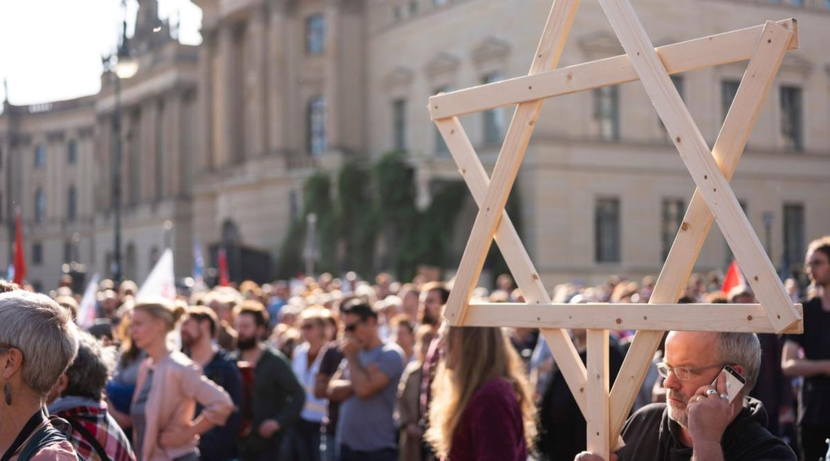 ADL polls suggest rise in anti-Semitic sentiment in Eastern Europe