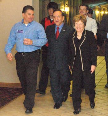 Kleeb tops Raimondo in Senate primary