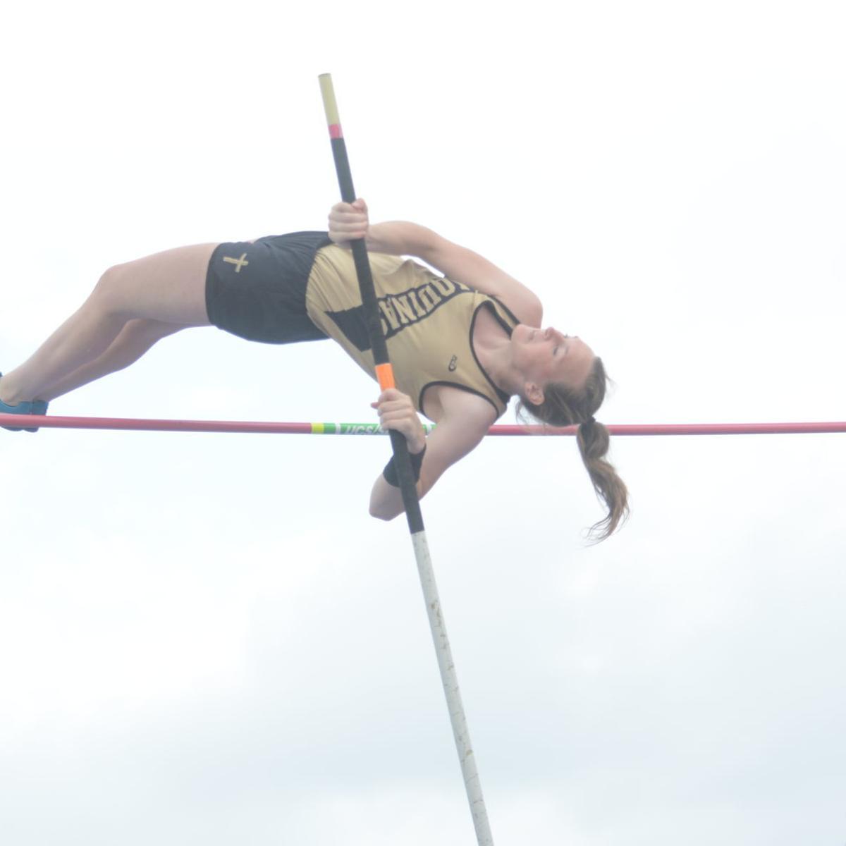 Oborny's runner-up pole vault highlights Friday at state