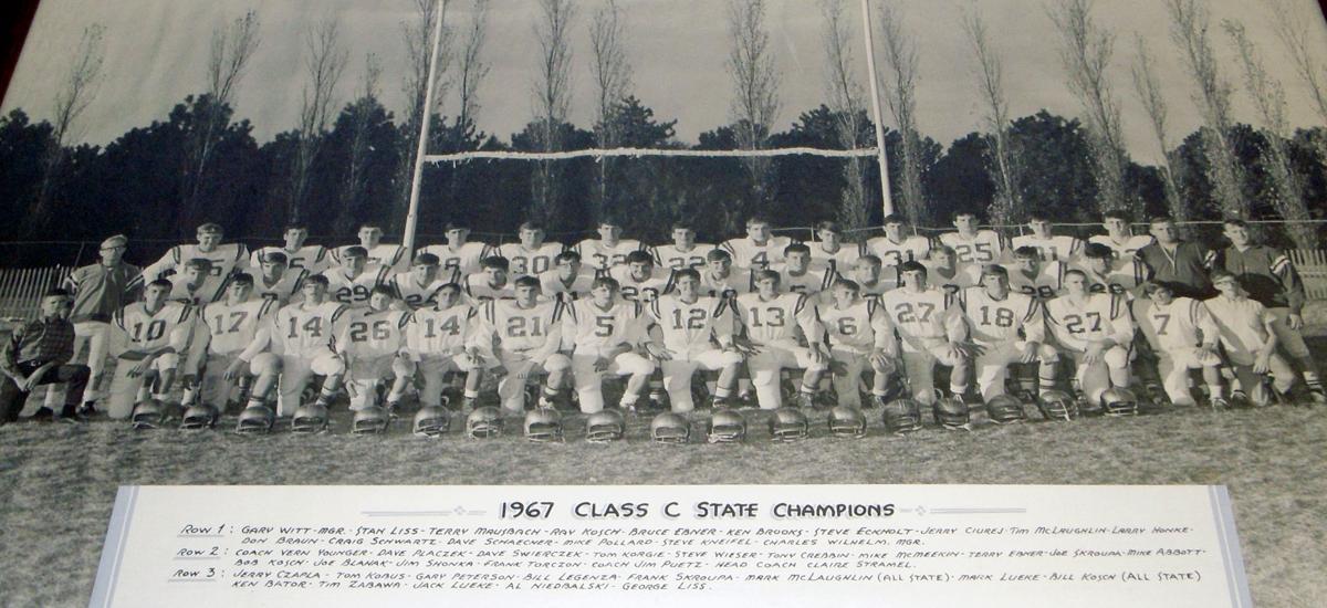 1967 football team edited.jpg