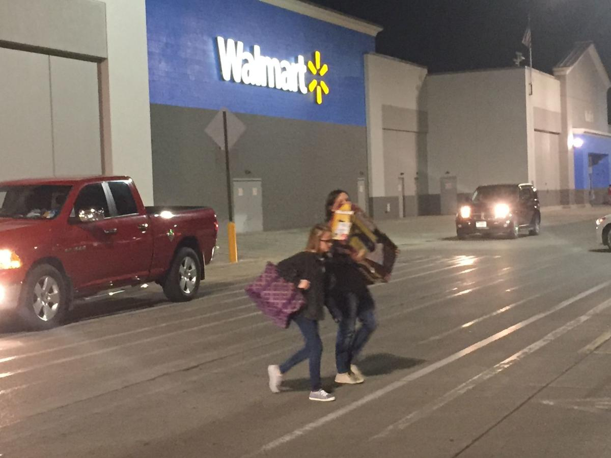 Shoppers Swarm To Local Businesses Early For Black Friday Deals Local Columbustelegram Com