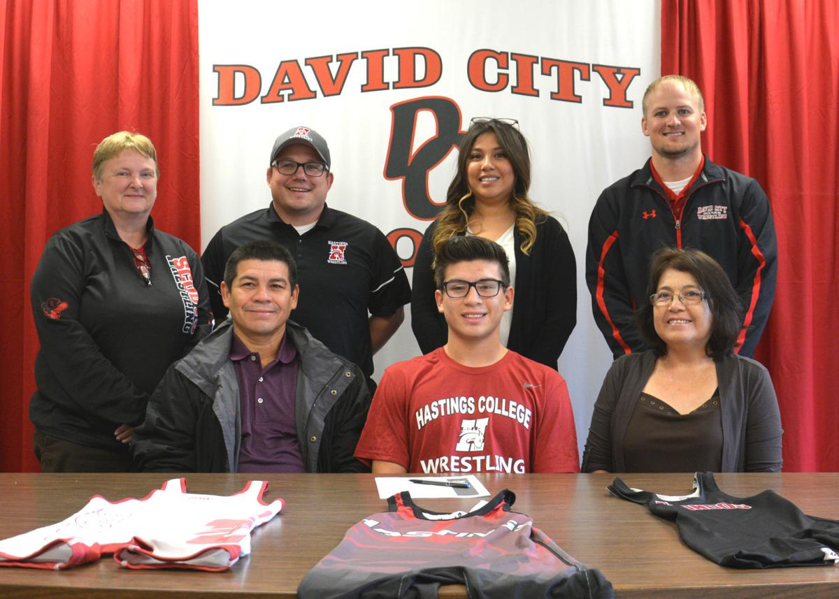 Melvin Hernandez signing with Hastings College
