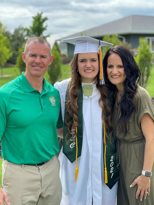 Camille Pelan graduation w parents