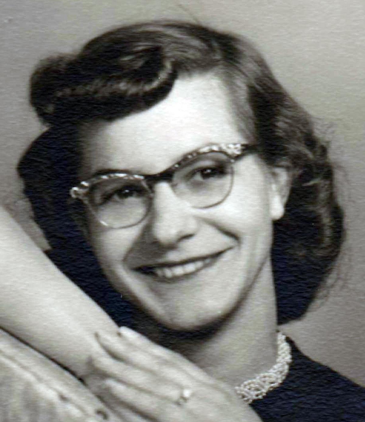 Della Bernecki