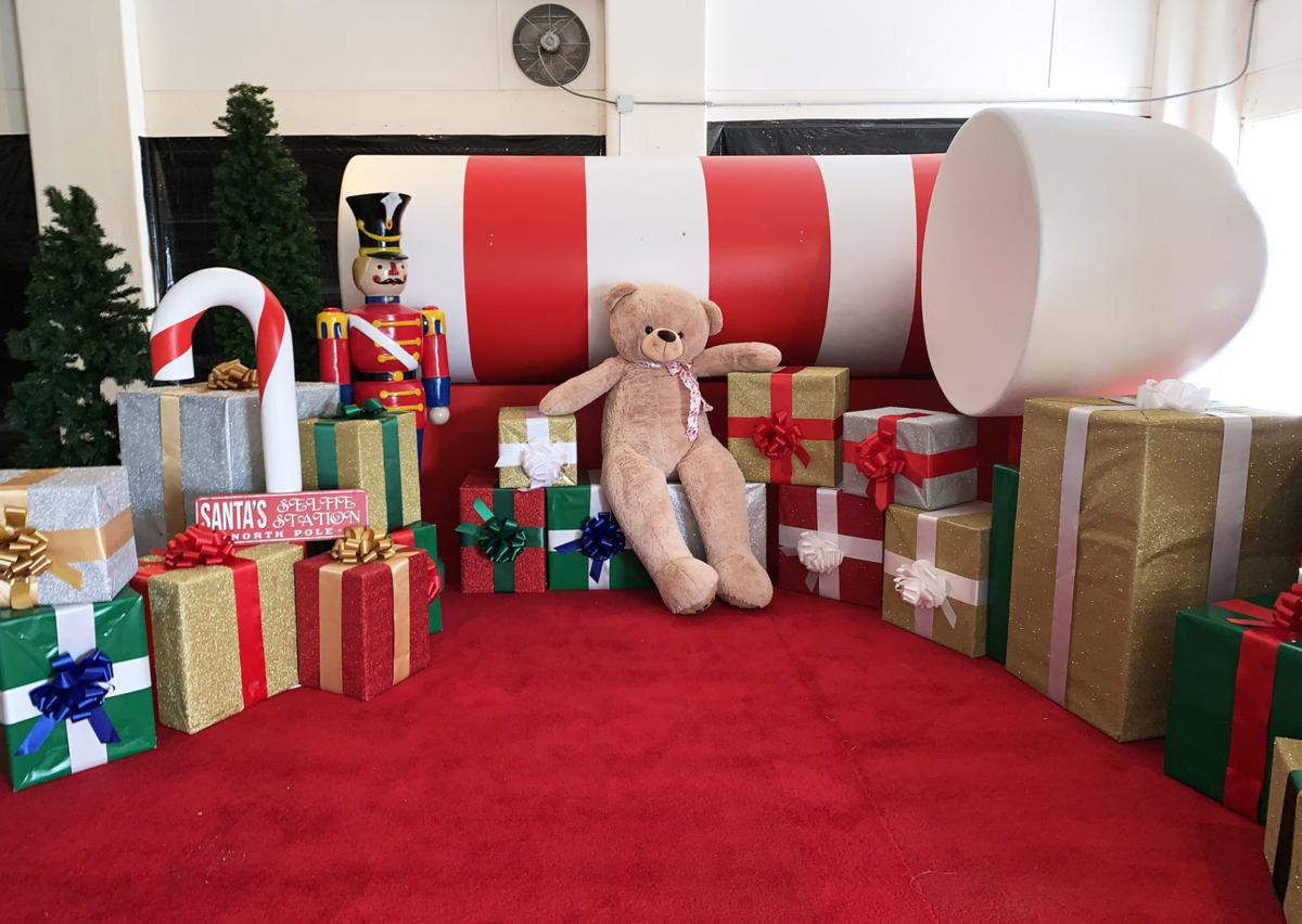 Hallmark gifts large-scale display that