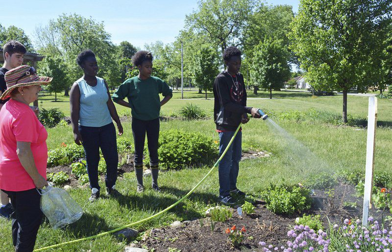 students work together at discovery garden - Dicovery Garden