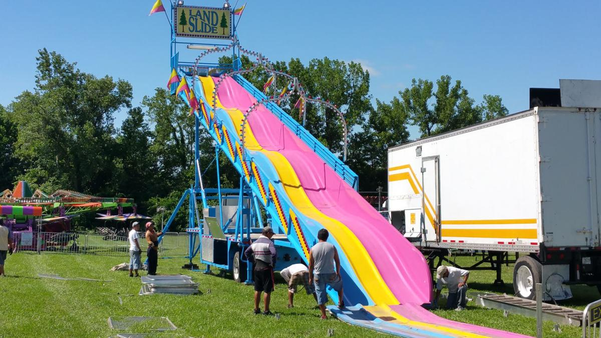 Illinois vermilion county muncie - Workers With Swyear Amusements Put Together The Land Slide In Preparation For The First Night Of Festivities At The Vermilion County Fair