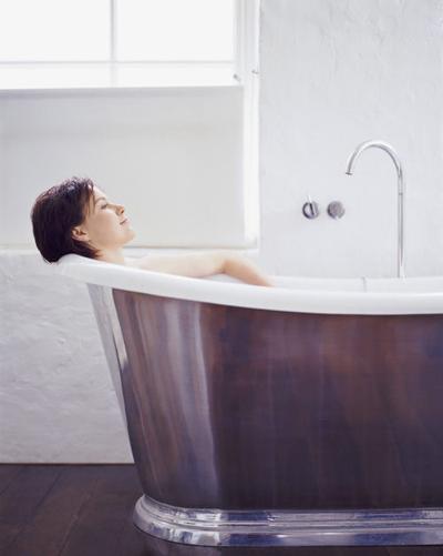 MON_Woman_Bath