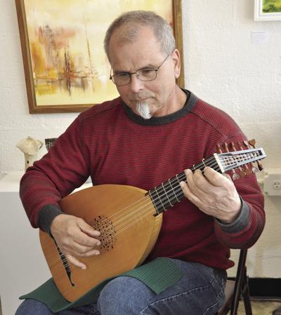 Frank Galante plays lute