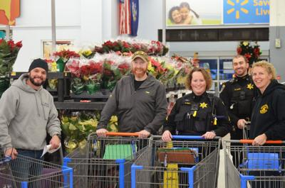Santa Sheriff shopping