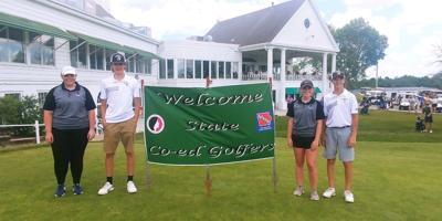 VS coed golfers