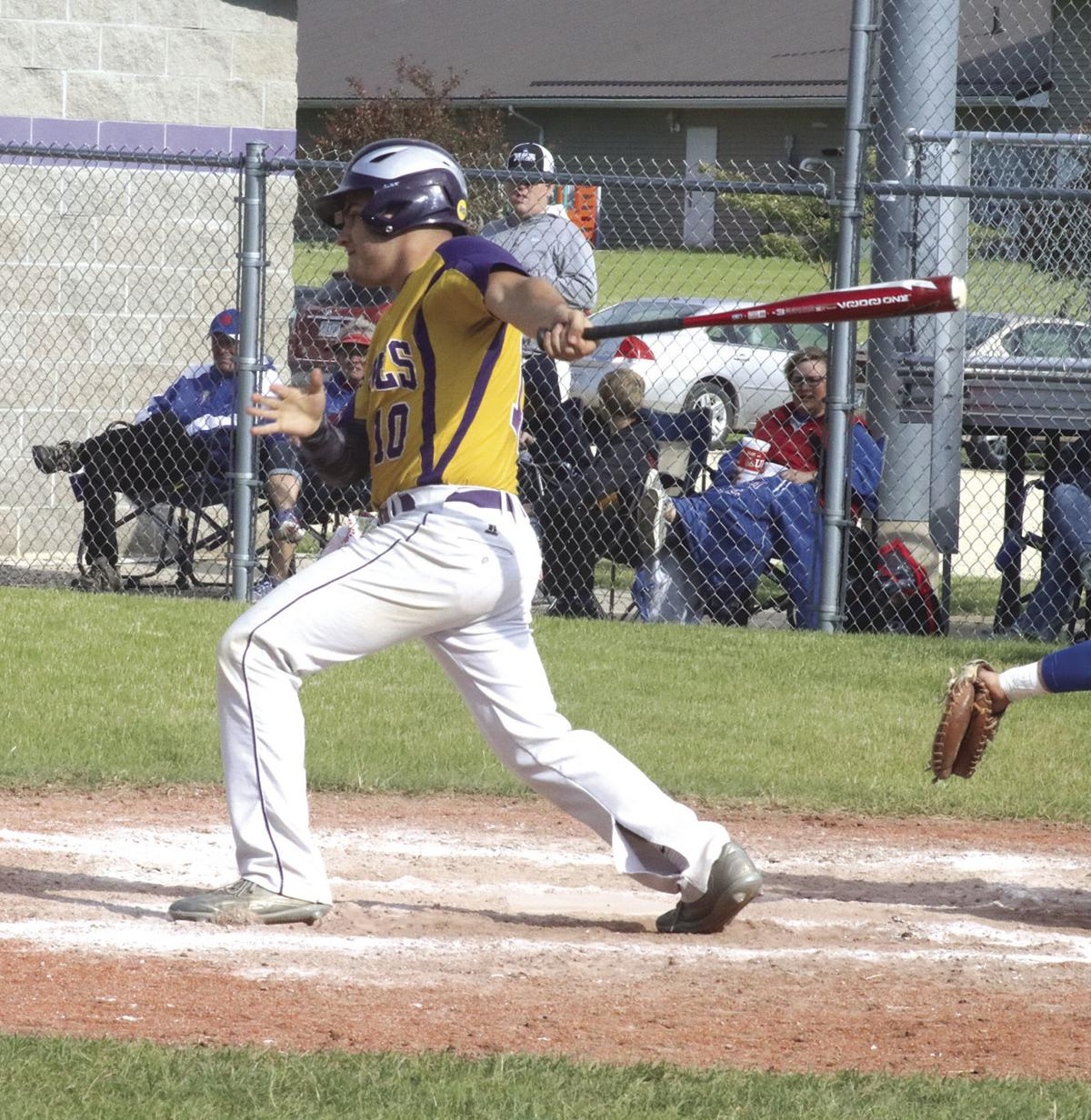 Oelwein splits doubleheader with Decorah