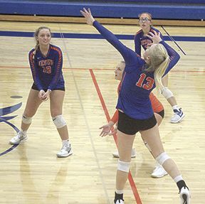 Jesup volleyball Alexis Harris and Kendra McCombs 091620