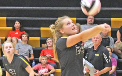 Starmont volleyball atop conference standings