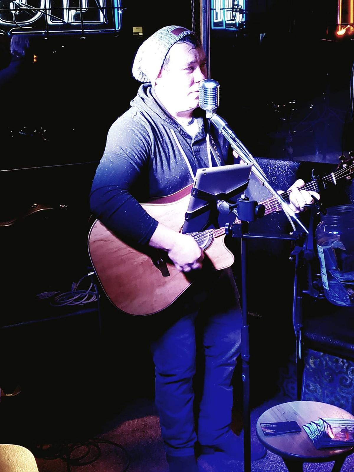 Aaron Smith performs at Hawkeye Fun Days