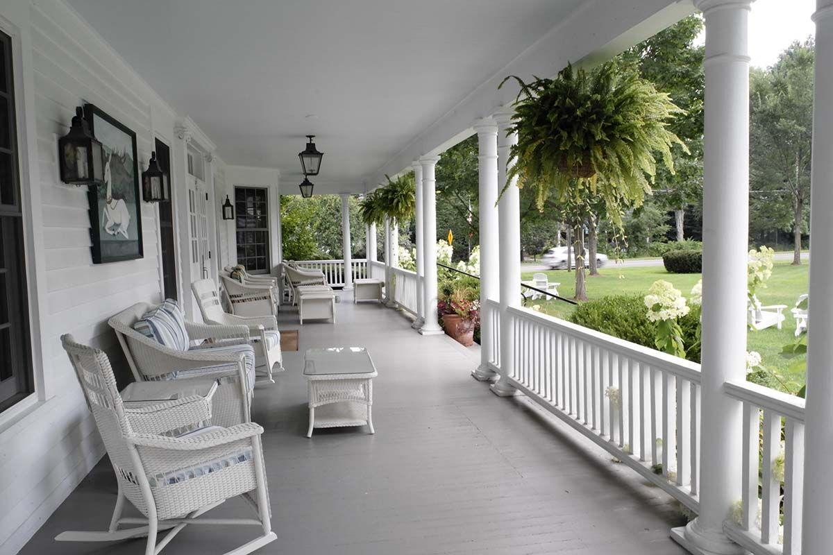 Salisbury,,Ct,/usa,-august,7,,2018:,The,Porch,Of,The