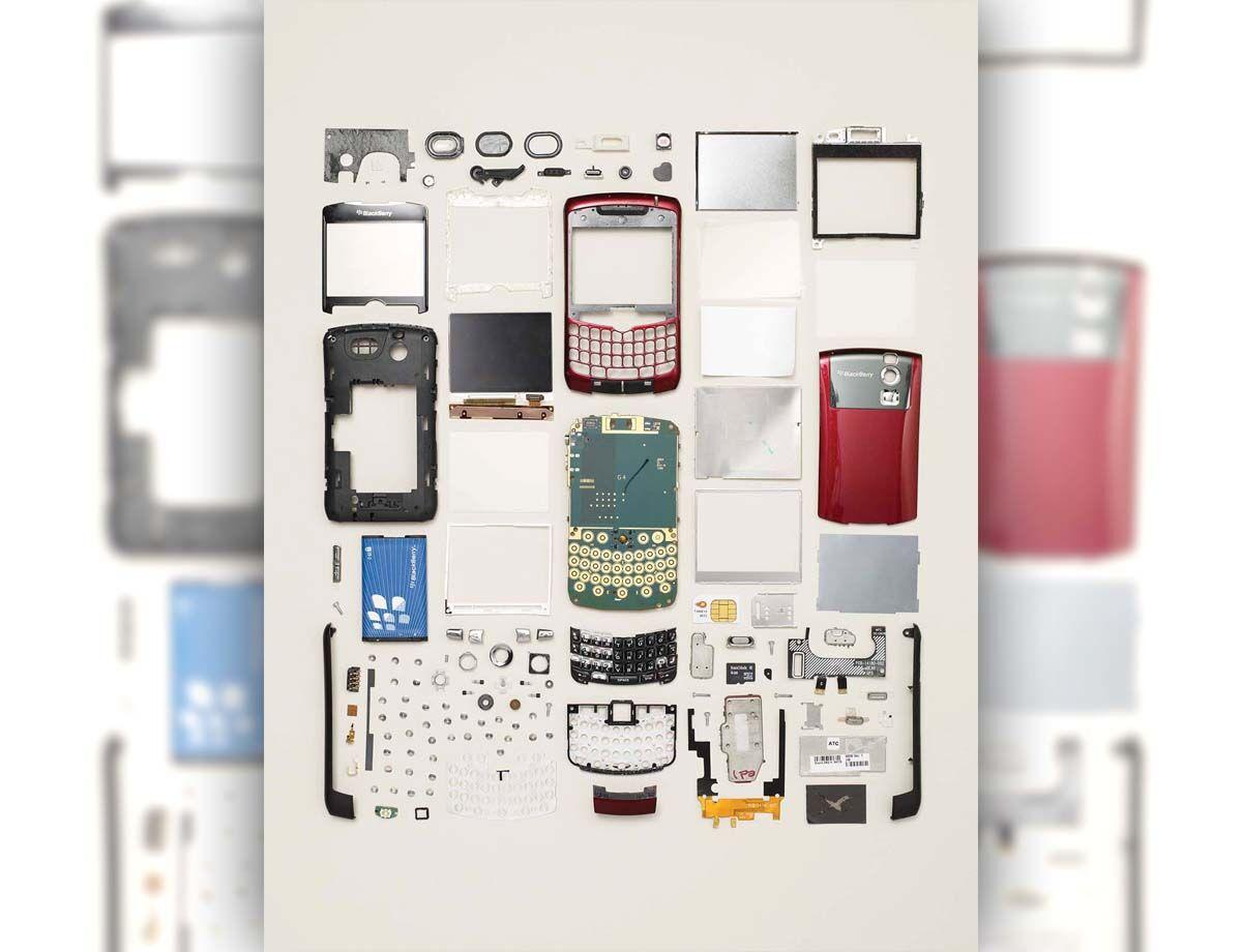 Disassembled_MobilePhone_V02.jpg