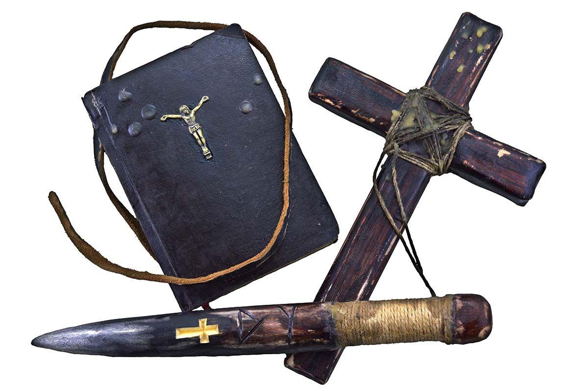 Vampire,Killer,Objects,Isolated,(bible,,Wooden,Cross,And,Stake)