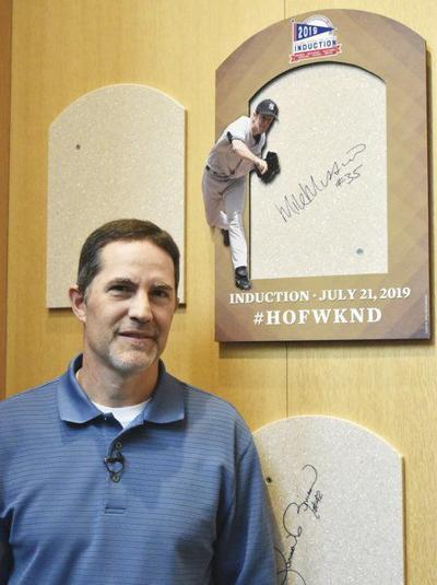 Mussina closes strong on HOF