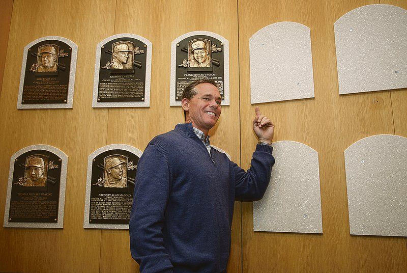 Biggio takes time during Hall tour