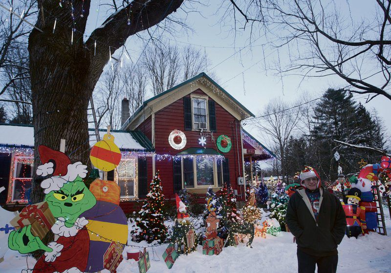 Milford man's Christmas display delights onlookers