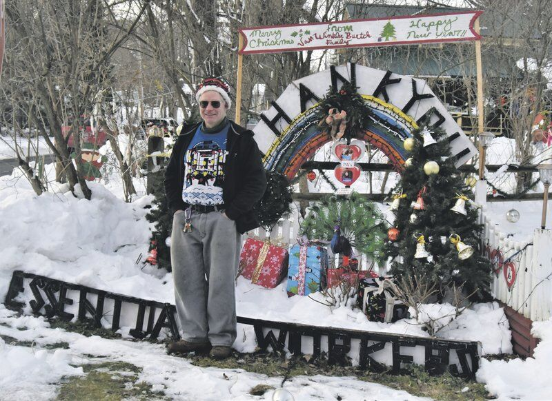 Milford man delights passersby with holiday light display